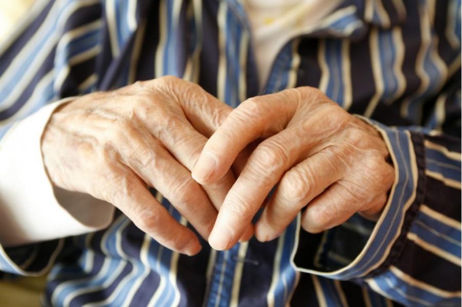Điều trị bệnh Parkinson 6 năm, càng ngày càng đi đứng khó khăn nặng nề, chân tay co quắp hơn