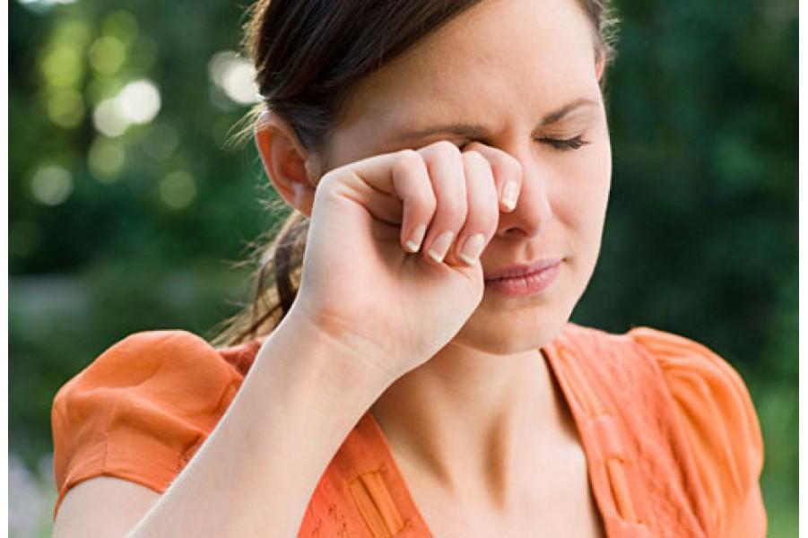 Cách chữa mắt mờ hơi vàng, nặng vùng trán, đói nhanh, nấc cục, người run lạnh toát, bị chữa lầm thành bệnh viêm hành tá tràng gây ra nhiều phản ứng phụ nghiêm trọng