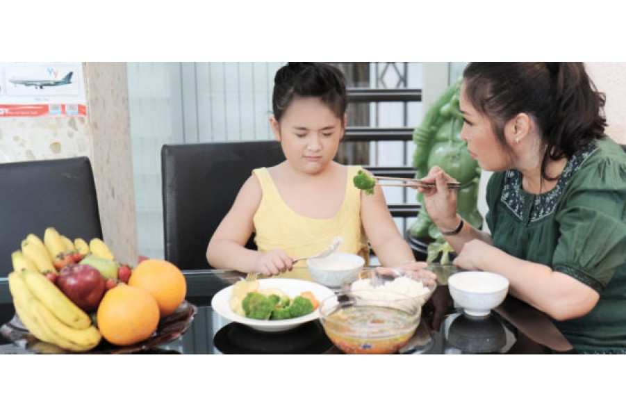 Cho con hỏi bé 7 tuổi sinh thiếu tháng kén ăn, gầy yếu không lên cân